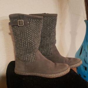 UGG's NEW Grey Lyza Style. Size 6. 🖤